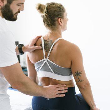 כאבי גב - פיזיותרפיה לכתף